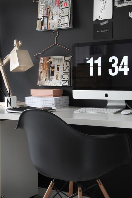 Домашний кабинет в черном цвете
