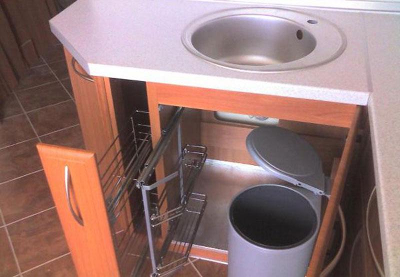 Организация пространства под кухонной мойкой 14