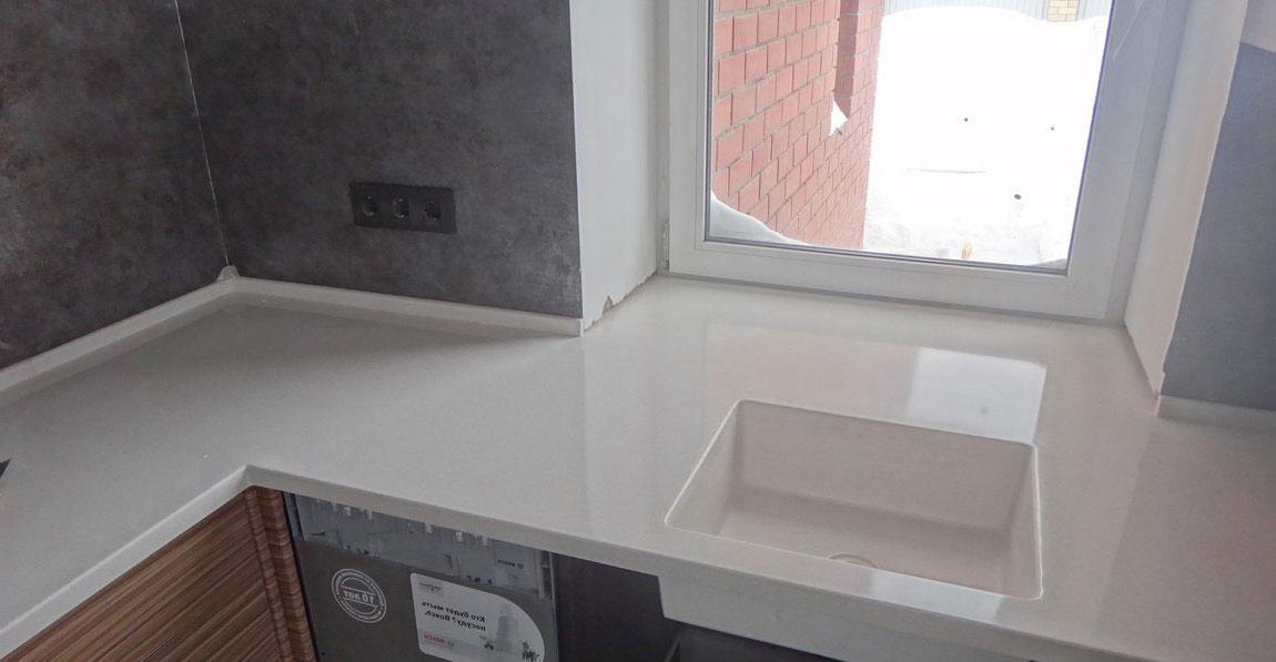 Кухня и подоконник находятся на одном уровне
