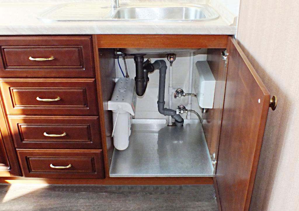 Где расположить мойку на кухне