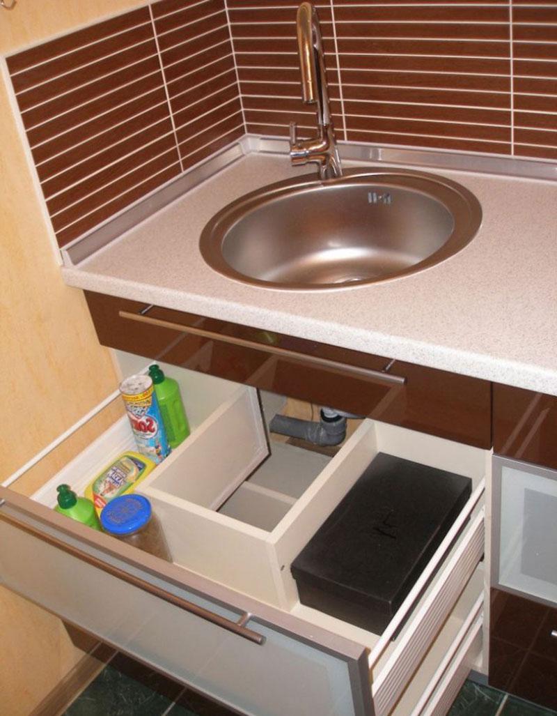 Организация пространства под кухонной мойкой 12