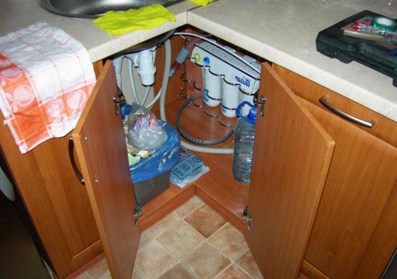 Организация пространства под кухонной мойкой
