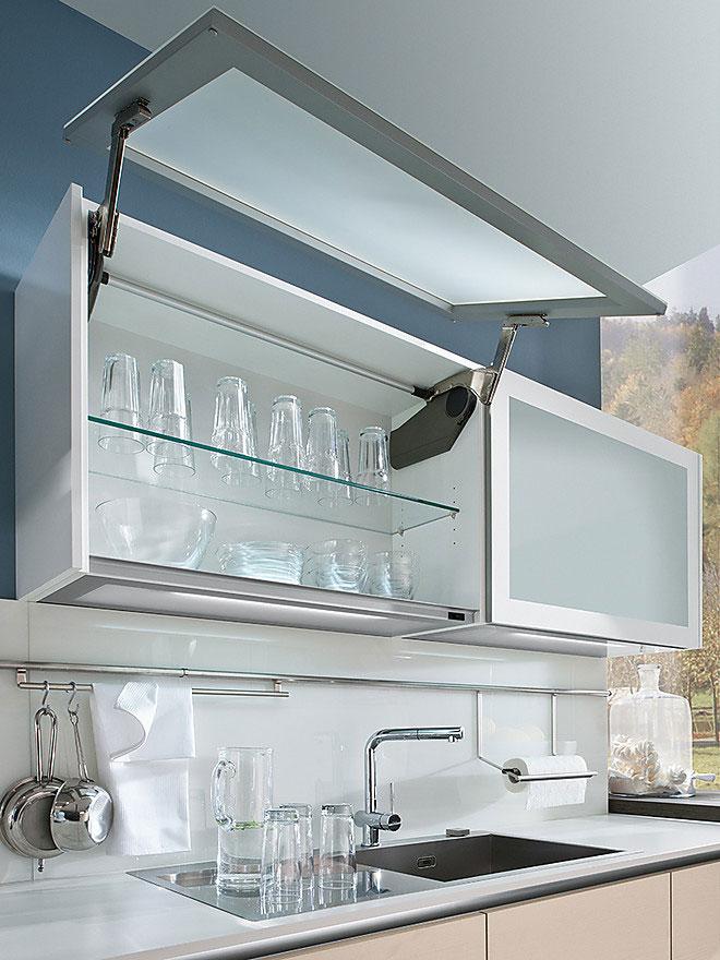 Шкаф для посуды над кухонной мойкой