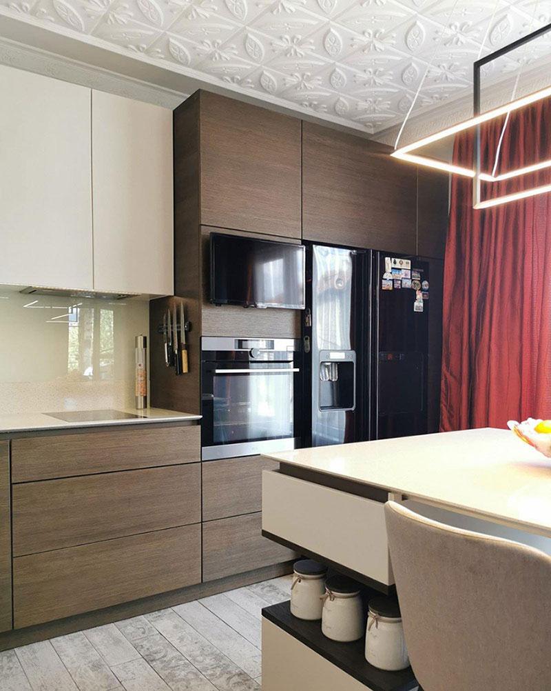 Кухня с фасадами из натурального шпона и МДФ