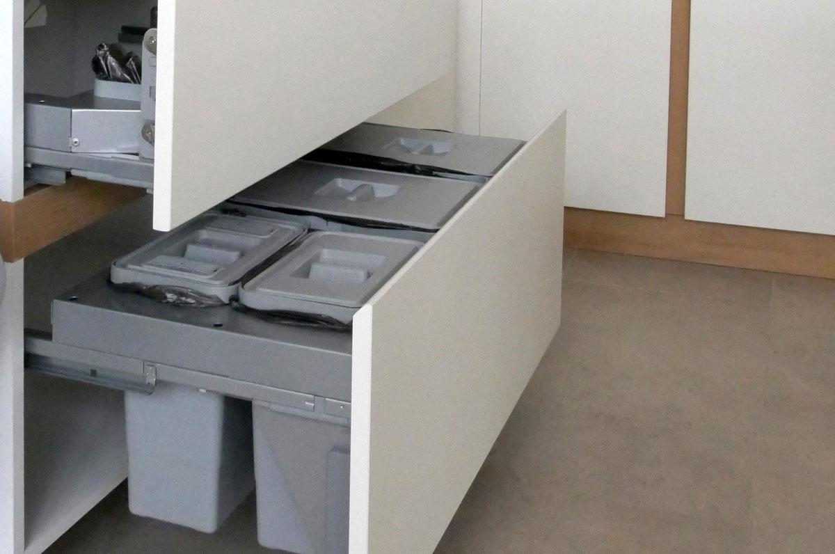 Мусорные контейнеры для кухни
