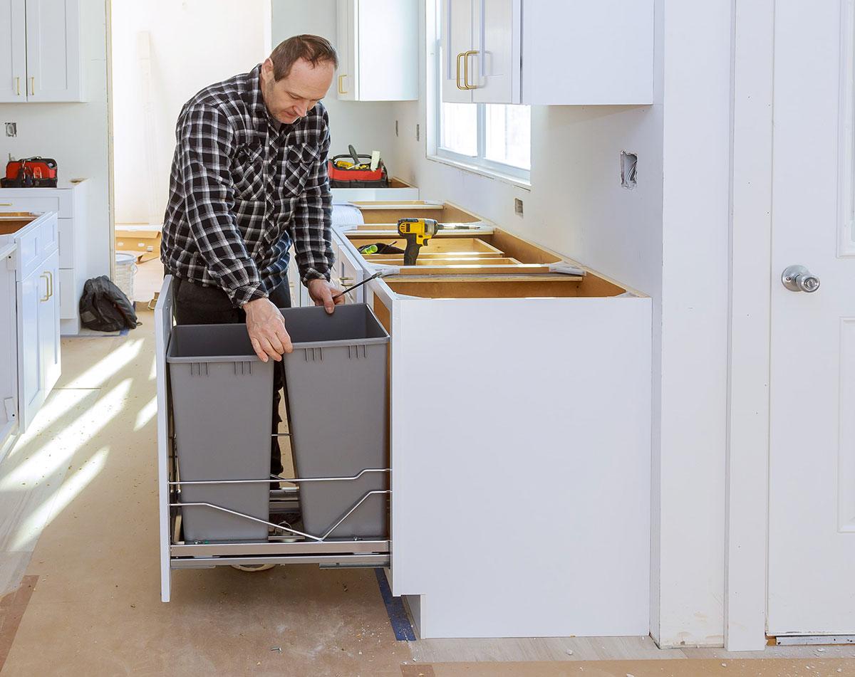 Выдвижные системы для мусора на кухню