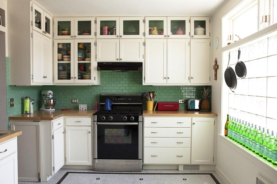 Использование стекла в фасадах верхних секций кухни