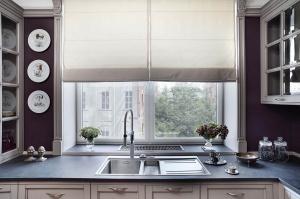 Удобна ли кухня с мойкой у окна?