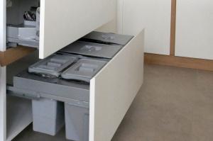 Разновидности мусорных контейнеров для кухни