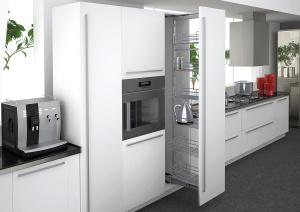 Высокие шкафы – отличная идея для маленькой кухни