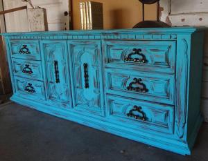 Как покрасить старую деревянную мебель