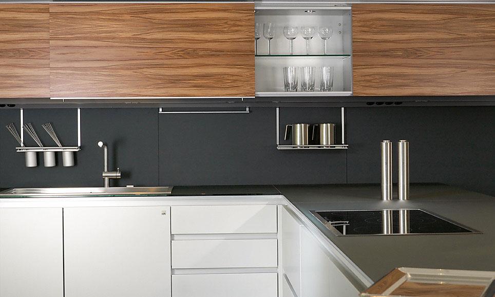 Навесные кухонные шкафы с раздвижными дверками