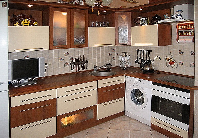Выдвижной кухонный шкаф