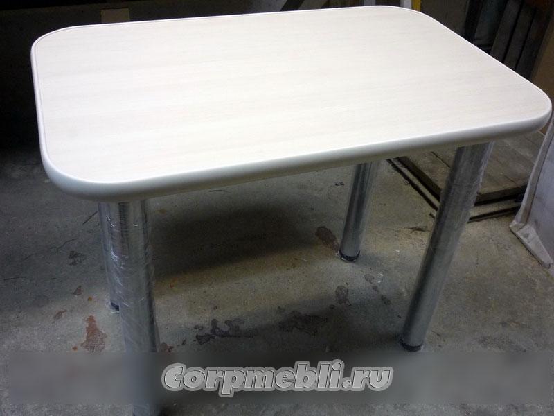 Кухонный стол с прямоугольной столешницей