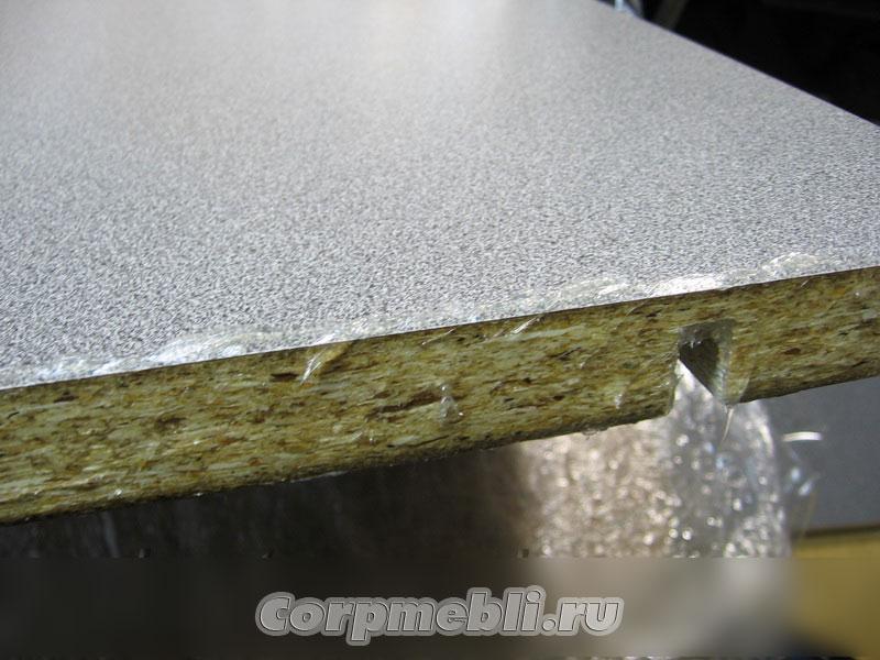 Нанесение герметика на торец столешницы